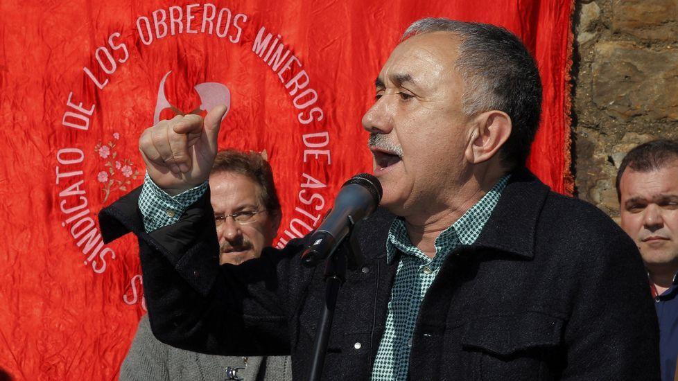 Los funcionarios penitenciarios cortan los accesos a la prisión de A Lama.El secretario general de UGT, Pepe Álvarez