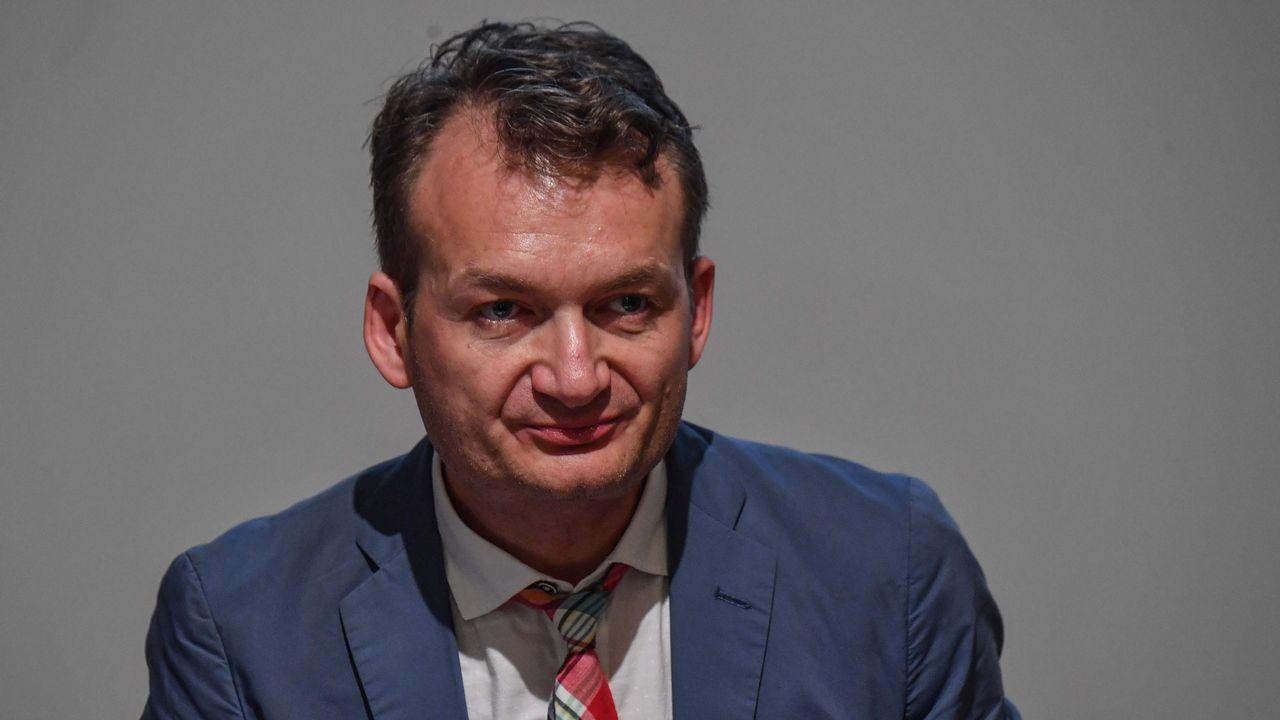 .La resolución de la UE tiene su origen en la denuncia presentada por el rumano Adrian Coman (en la imagen) y su esposo, el estadounidense Claibourn Hamilton