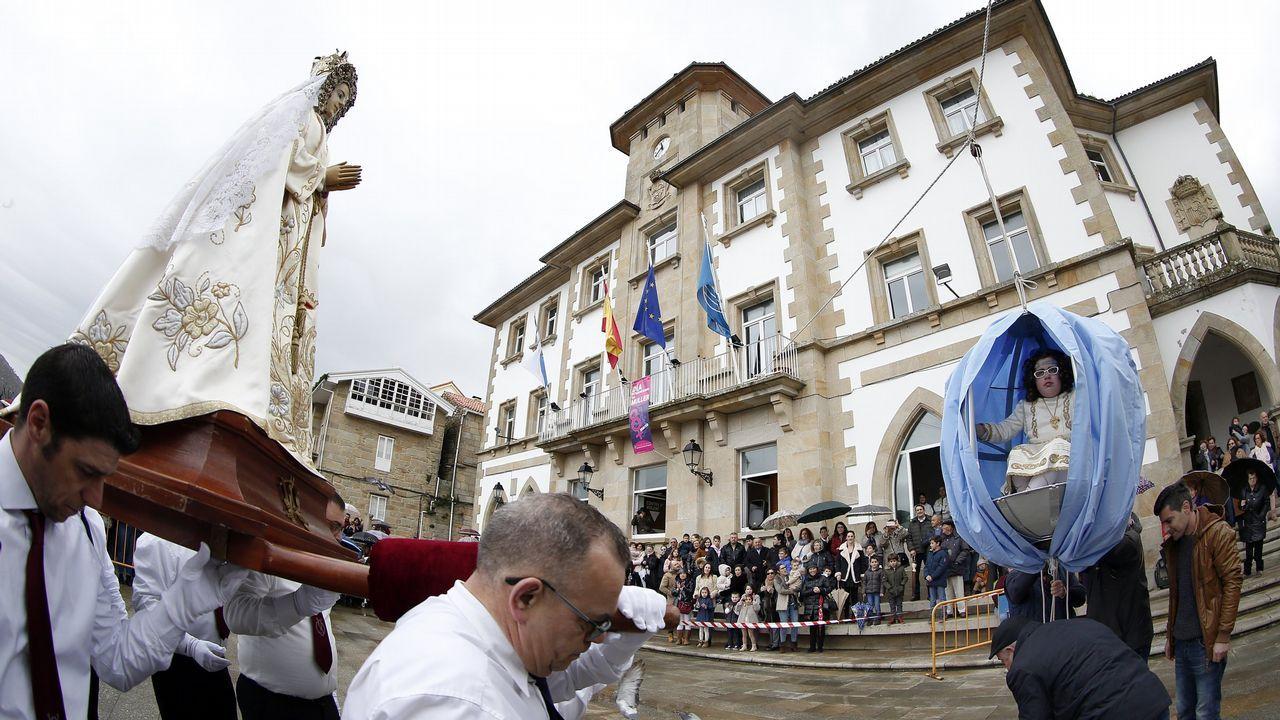 ¡Mira las fotos de la procesión de La Palomita de Muros!