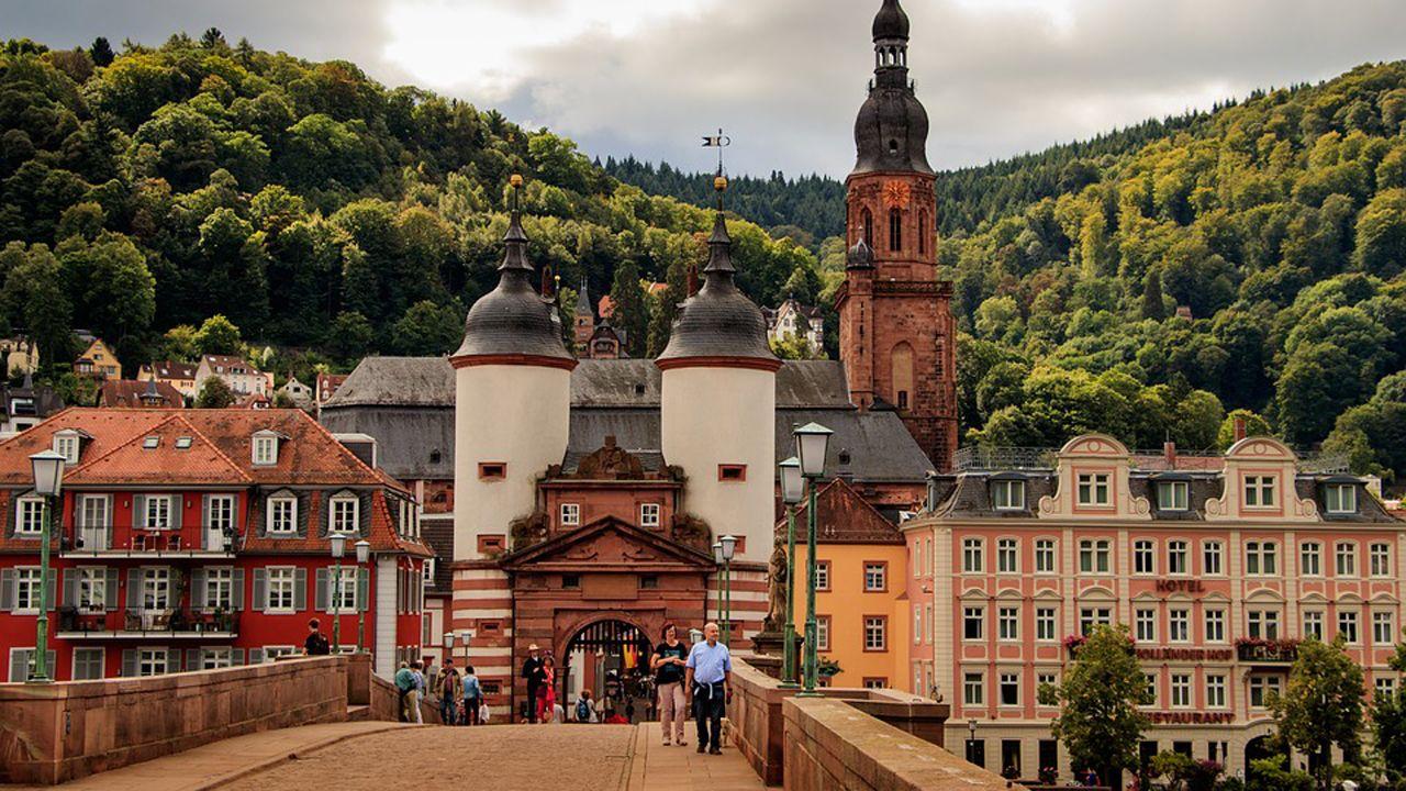 Puente Viejo (Alte Brücke) en Heidelberg, ciudad donde reside Juan Nespral
