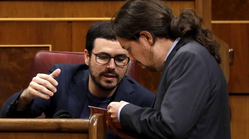 Tamara Gorro se enfrenta a Garzón por la gestación subrogada.El portavoz de Podemos, Emilio León (i), y el de IU, Gaspar Llamazares (d), conversan tras finalizar la Junta de Portavoces del Parlamento asturiano.