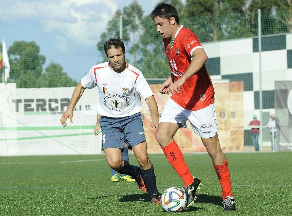 El Polígono mantuvo frente a su público los dos goles de renta obtenidos en A Rúa.
