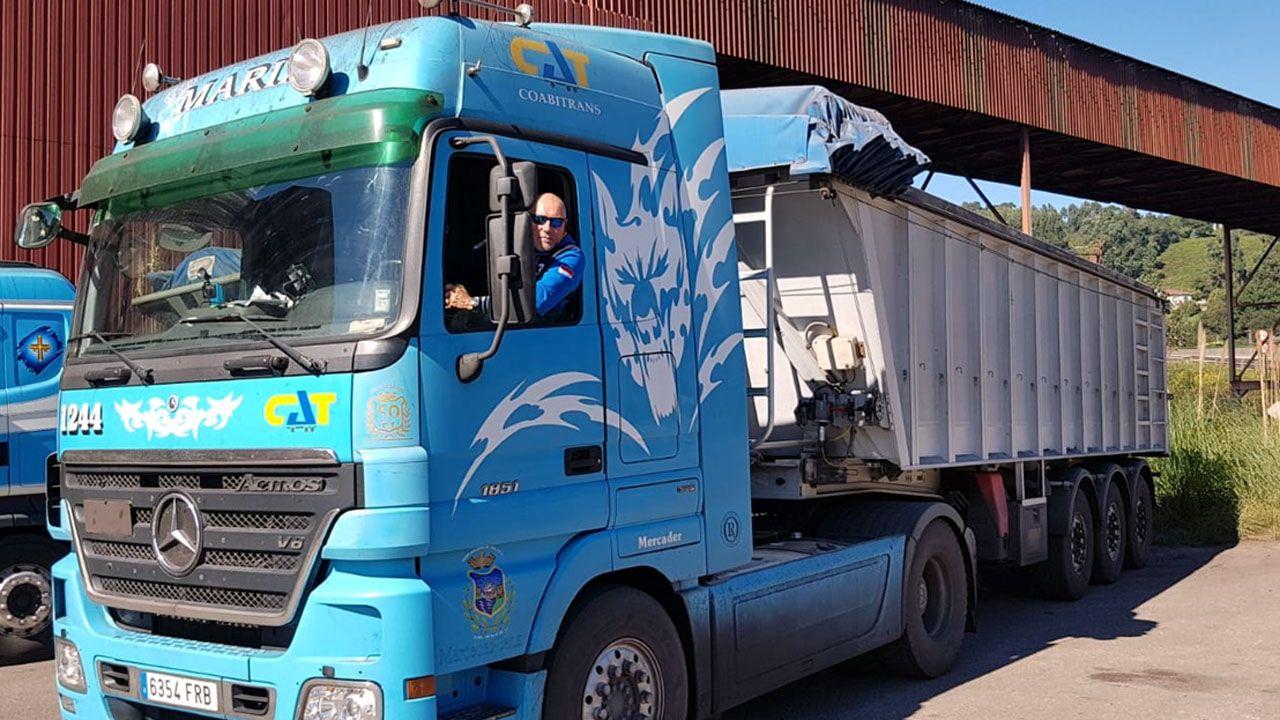 Boina de contaminación en Gijón.Isidro Muñoz, a bordo de su camión