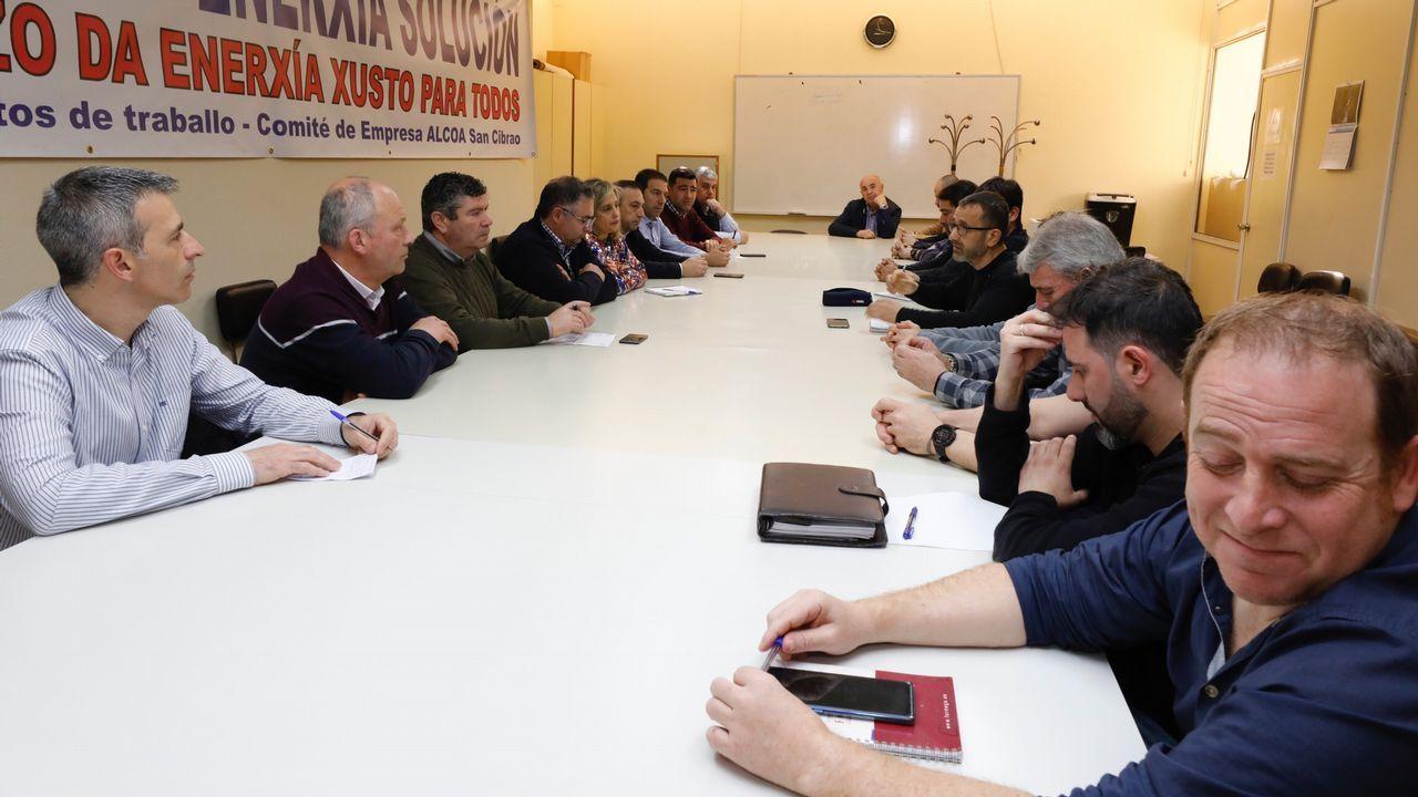 Reunión comité de Alcoa San Cibrao con alcaldes