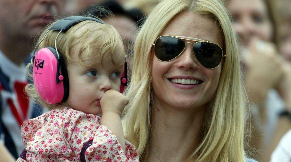 .Gwyneth Paltrow con su hija Apple Martin en el 2005