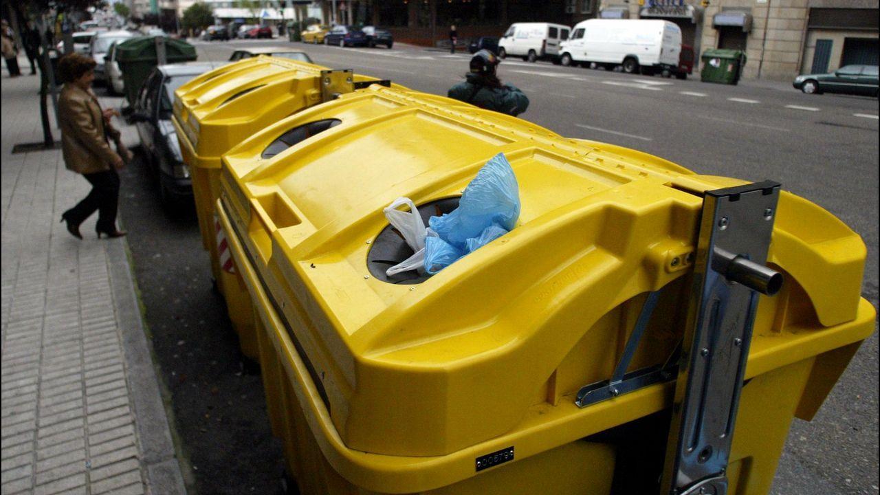 Contenedor de aceite en una calle de Vigo
