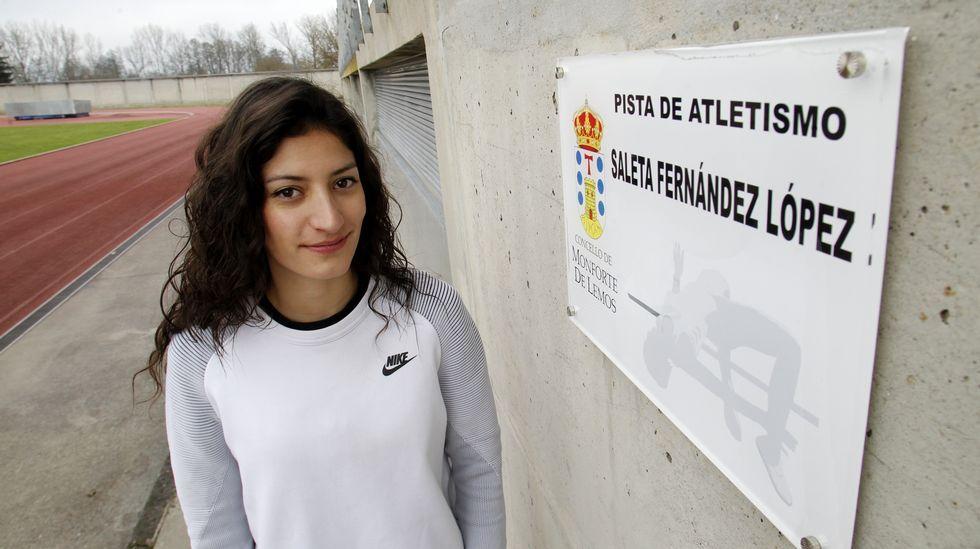 Álbum de fotos: Así se encuentran el estadio de A Alta.Imagen de archivo de un avión de Iberia