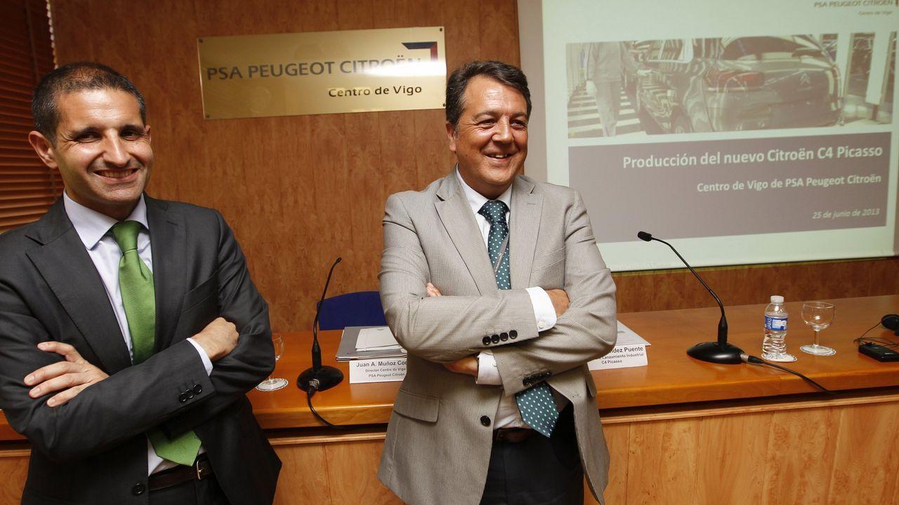 Muñoz Codina, con chaqueta gris, en su etapa anterior en la planta de Vigo