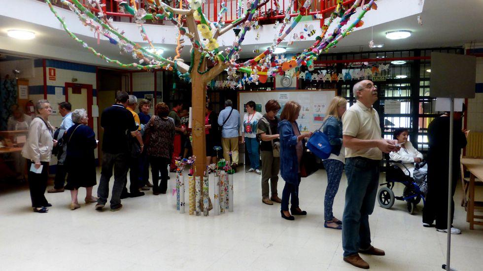 Las imágenes del 26J en el Principado.El senador asturiano Ovidio Sánchez recoge su acta