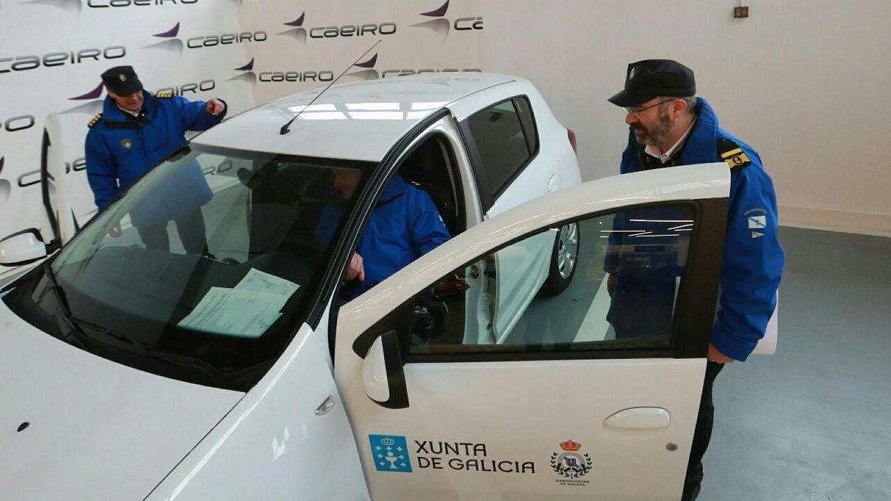Argentina apresa un barco gallego por pesca ilegal.El servicio de Guardacostas renueva seis vehículos para la lucha contra el furtivismo.
