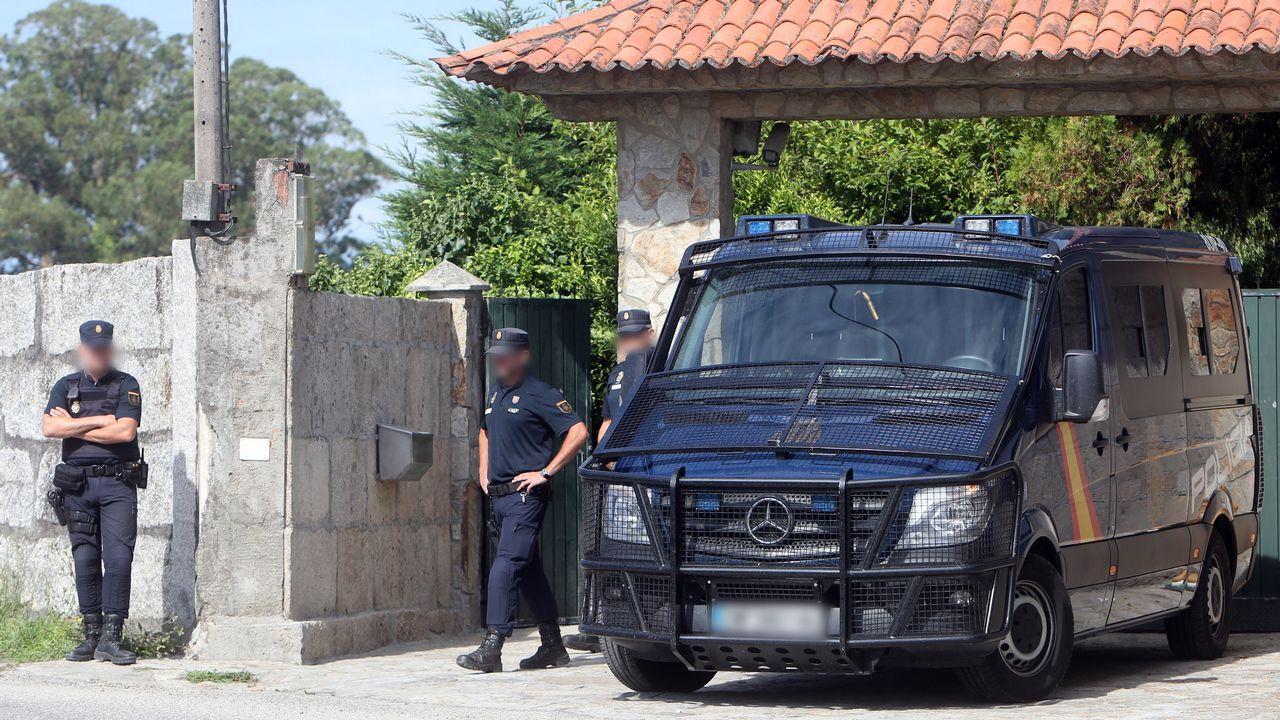La Policía Nacional a las puertas de la casa de Charlín