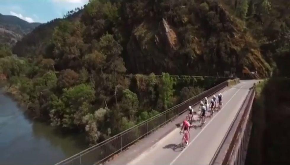 La Ribeira Sacra protagoniza el spot de La Vuelta.Desastres: Esqueleto de un edificio sin terminar desde hace años en la Ronda da Muralla