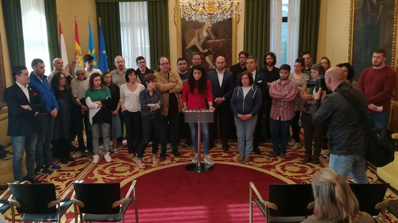 Los interinos temen un ERE masico en las próximas oposiciones.Sara González Lolo lee el manifiesto fundacional del Observatorio contra la Violencia en el ayuntamiento de Gijón