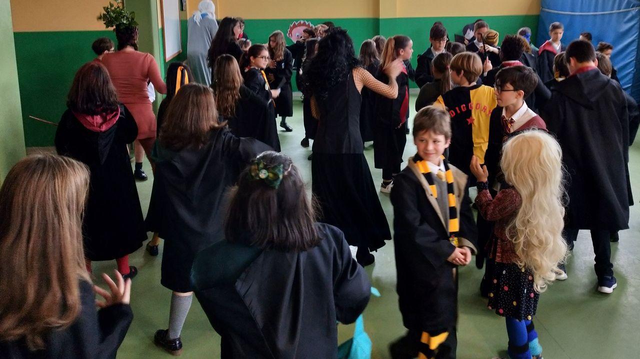 Los niños de primaria de Montegrande se disfrazaron de Harry Potter, temática de este curso