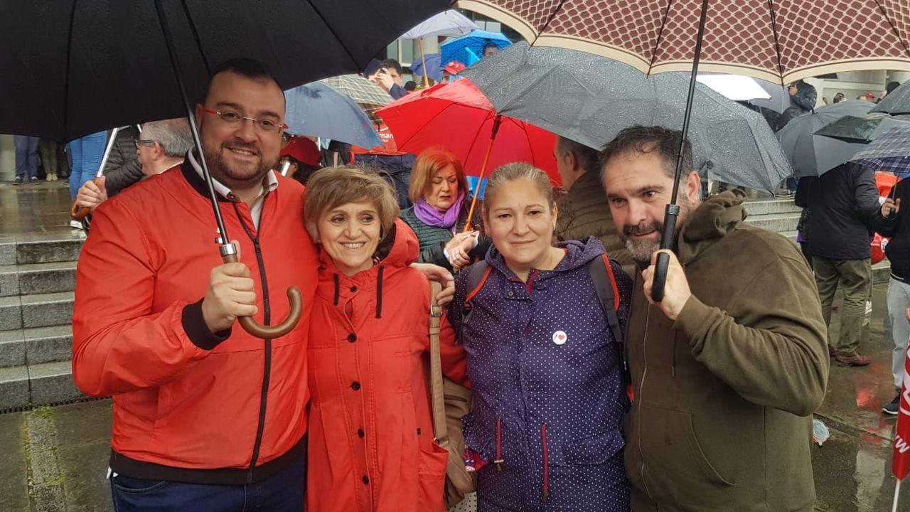 Adrián Barbón, María Luisa Carcedo y Gloria Muñoz en la manifestación del 1 de Mayo en Mieres