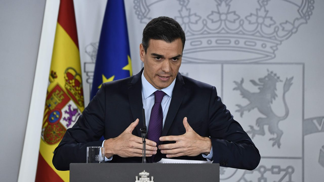 «¡La república no existe, idiota!».José Luis Martínez-Almeida, portavoz municipal del PP en Madrid, con Pablo Casado