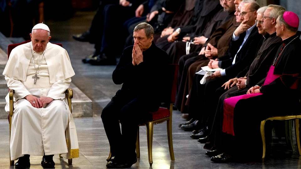 Cruz Crucifijo.El papa Francisco participa junto con el presidente de la Fundación Libera, el sacerdote Luigi Ciotti, en una vigilia por las víctimas de la violencia de la mafia