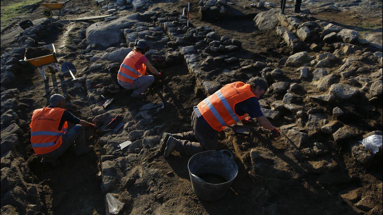 Excavaciones en el castro de Elviña.