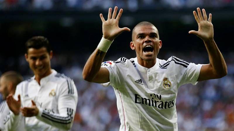 Cristiano Ronaldo batió de penalti a Bravo en el primer gol que el Barça encajaba en Liga.