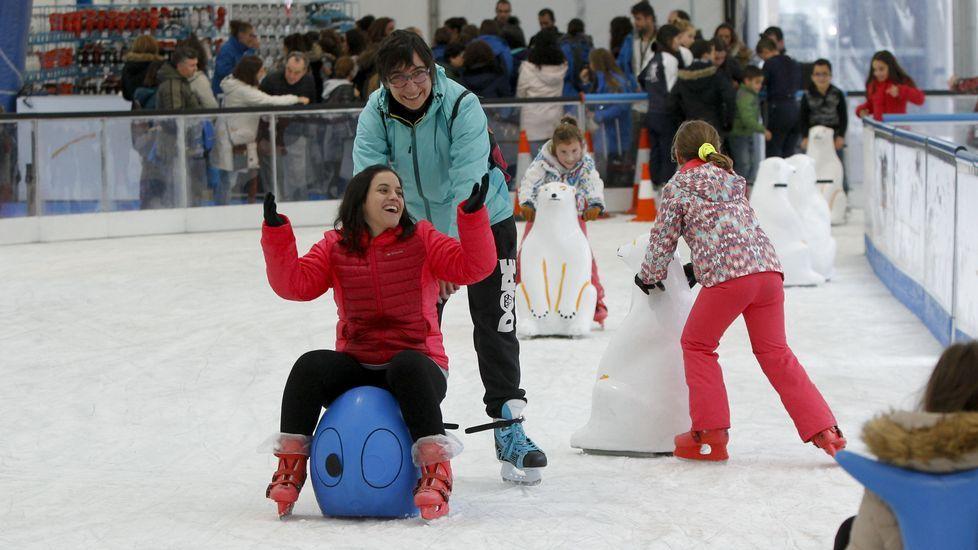 Apertura de pista de hielo de Area Central.Brindis navideño 2018 de los alcaldes y alcaldesas asturianos
