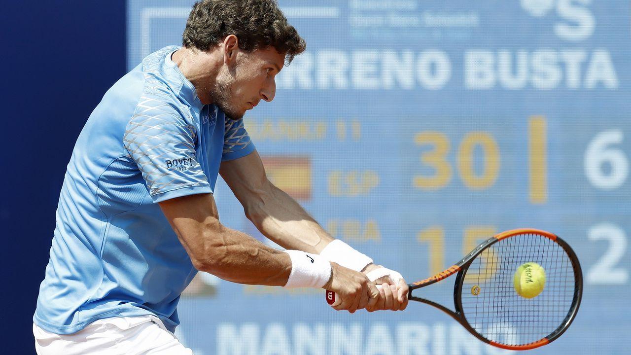 El tenista español Pablo Carreño durante el partido de octavos de final que juega contra el francés Adrian Mannarino, durante los octavos de final del Barcelona Open BancSabadell-Trofeo Conde de Godó