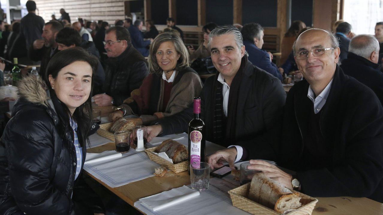 Ramón Loureiro, César Antonio Molina, José Ramón Ónega, Ramón Pernas y Laura Rodríguez, en la presentación de la novela «Al rey de los ángeles»