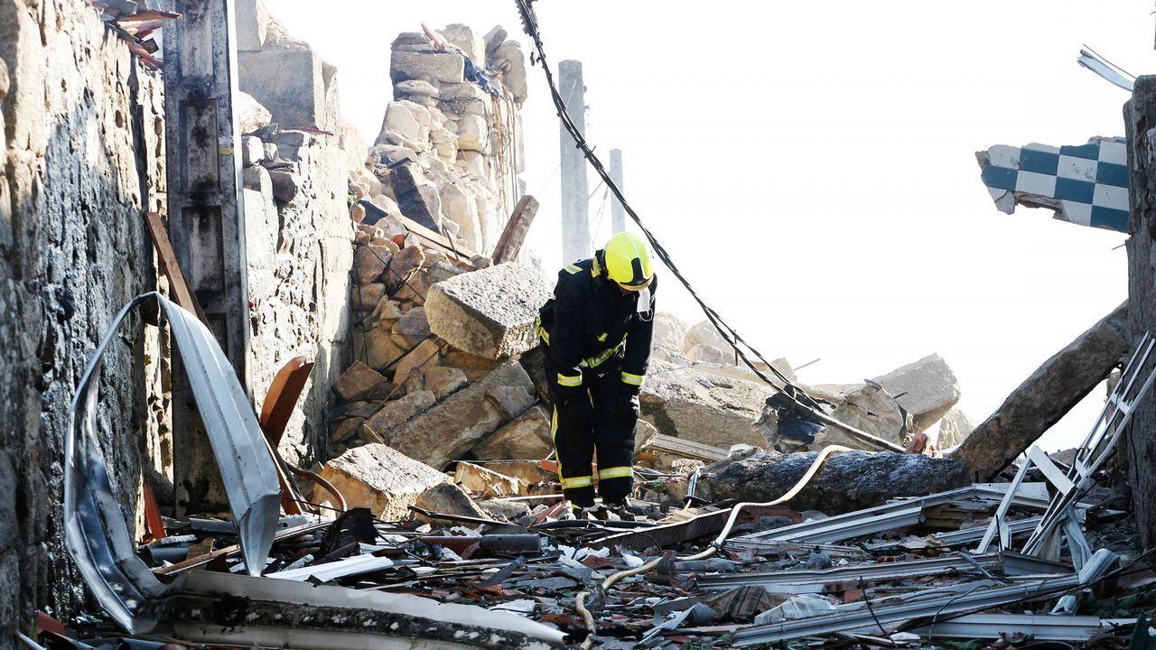 Primeros instantes de desolación entre las viviendas destrozadas por la onda expansiva.