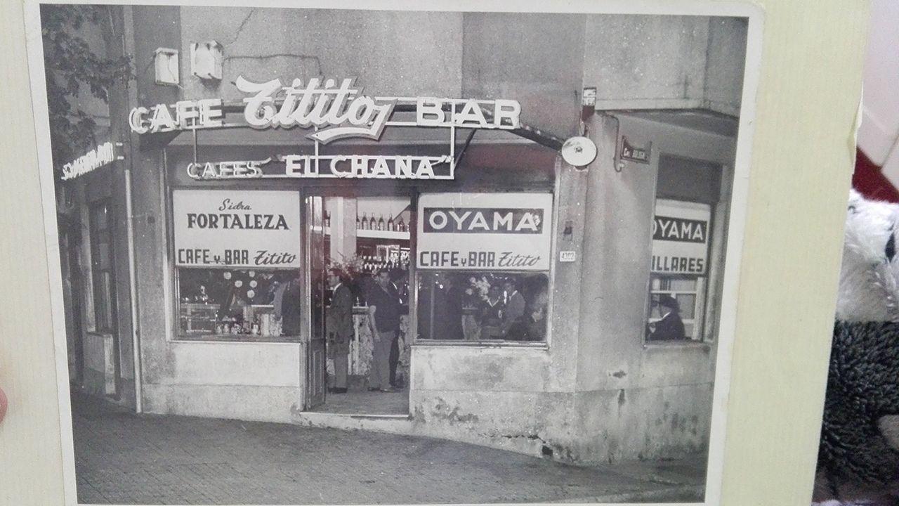 Bar de Francisco Gayol y Nieves Méndez en Montevideo.