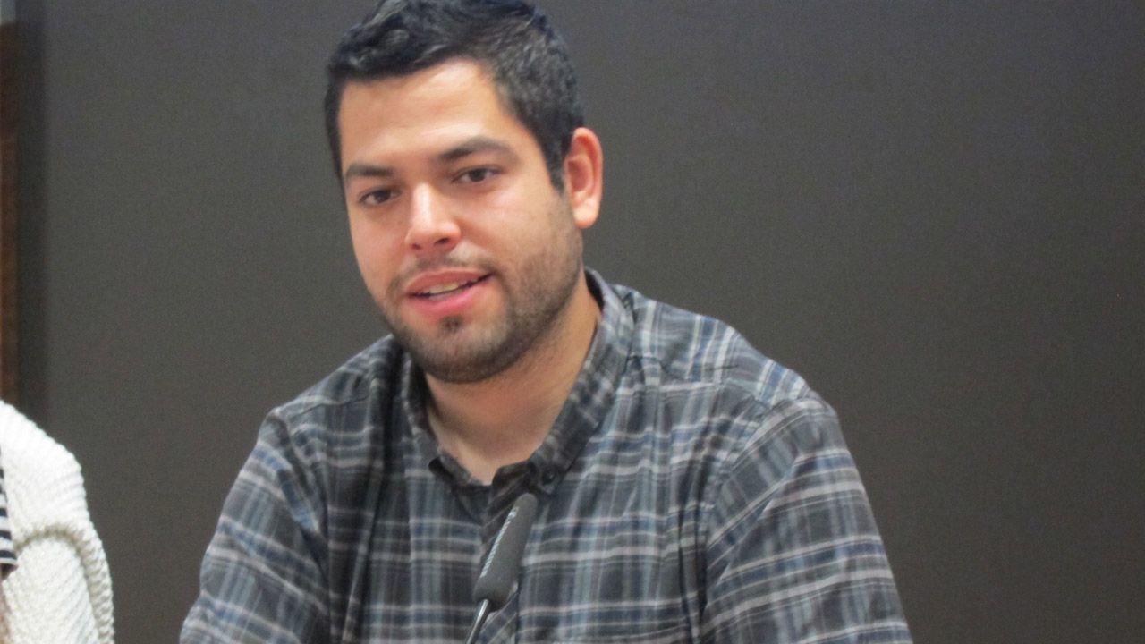 La campaña de Somos al estilo Pantomima Full.El concejal de Economía y Empleo, Rubén Rosón
