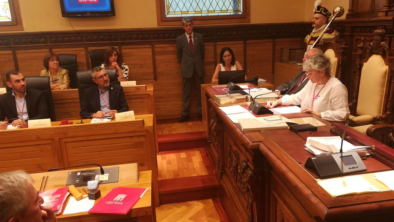 Ana González, durante su discurso de investidura como nueva alcaldesa de Gijón