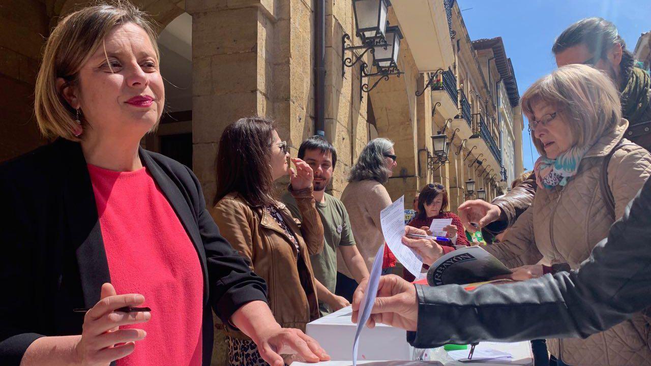 Ana Taboada en las votaciones de Faciendo Ciudá