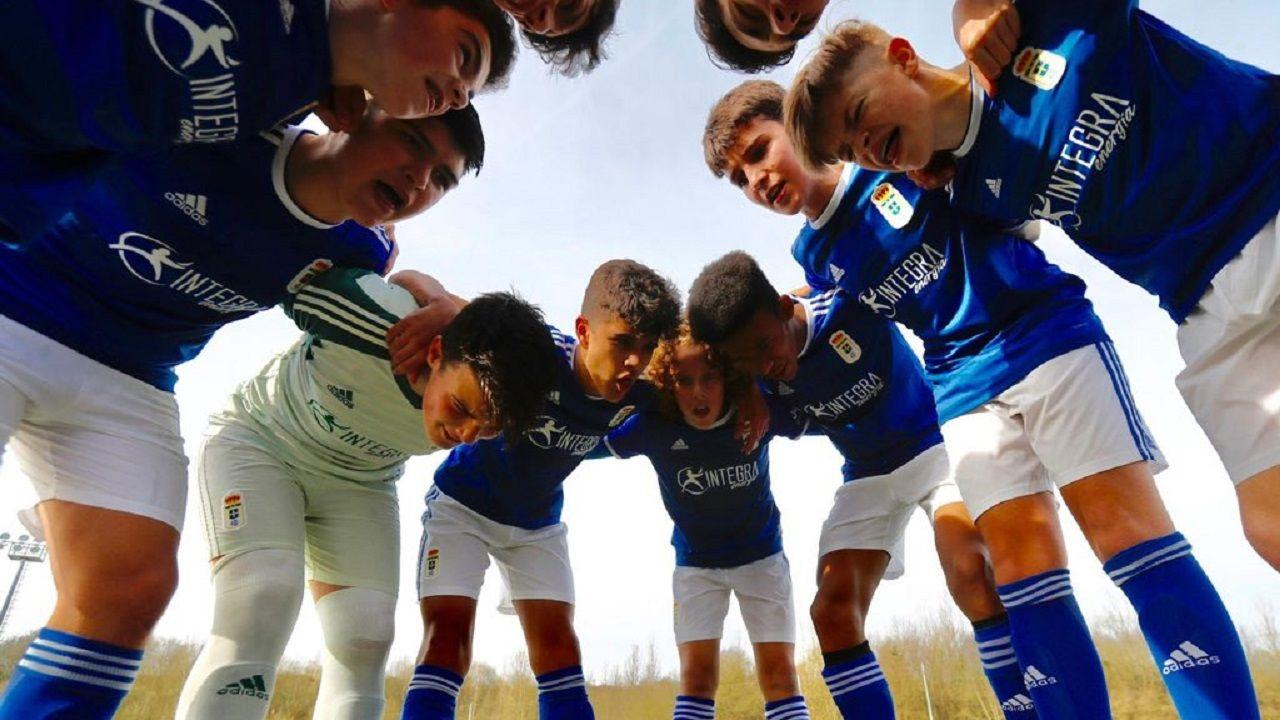 El infantil A del Real Oviedo antes de un partido