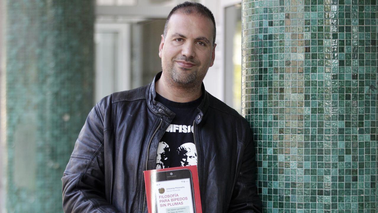 Así encontró el asturiano Virgilio García una bomba en Argentina.Actualmente Rosende imparte clases de filosofía en el IES San Tomé de Freixeiro, en Vigo