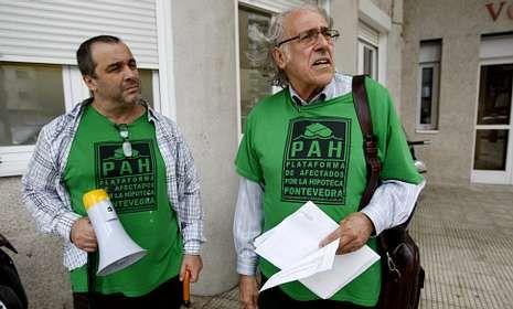 De Francisco, a la derecha, criticó duramente la legislación vigente en materia hipotecaria.