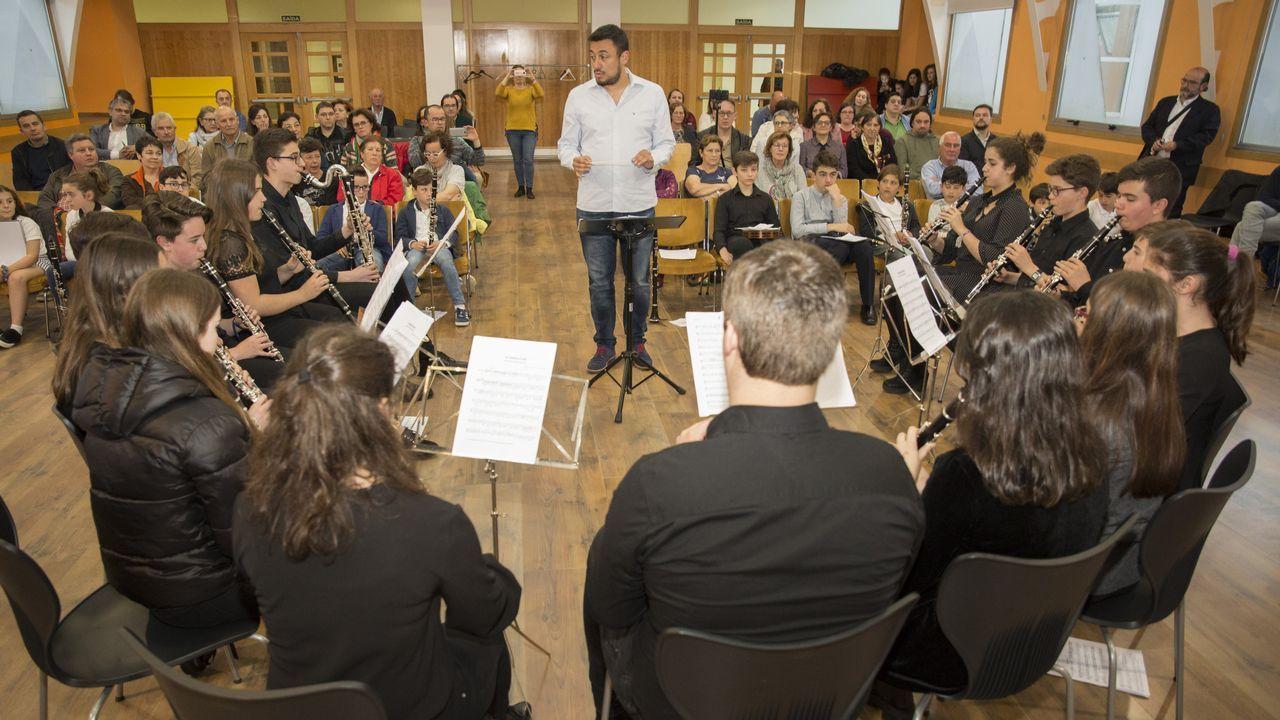 Música de clarinete unida: las imágenes del concierto en Carballo.