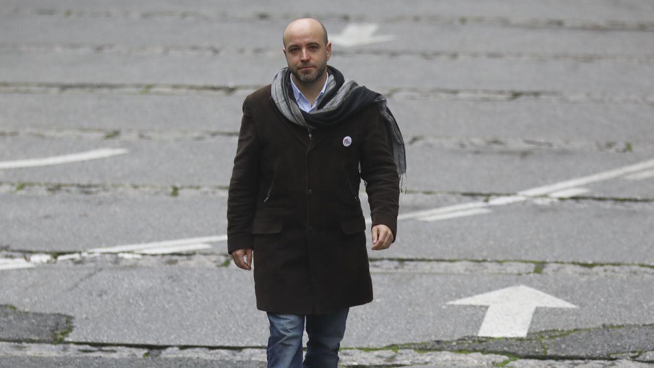 Villares: «Os alcaldes teñen a miña confianza, aparte de que todos, tamén eles, podemos cometer erros».Alexandre Carrodeguas, Jorge Suárez y Carlos del Río