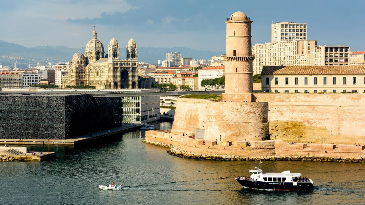 Marsella. La segunda ciudad más importante de Francia tuvo uno de los puertos más relevantes del Mediterráneo, que empezó a cambiar a principios de este siglo con obras tan emblemáticas como el Museo de las Civilizaciones y grandes espacios peatonales.