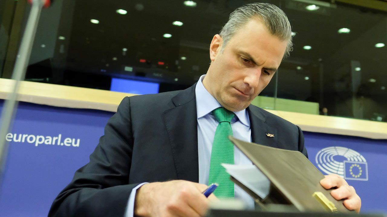 Pedro Sánchez llena en Gijón.Otegi, ayer, durante un acto político de Bildu antes de la emisión de la entrevista en TV3