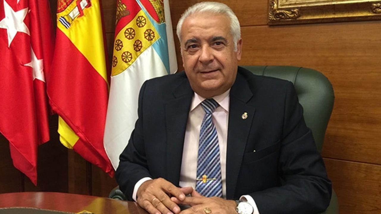 El concejal de Cultura, Roberto Sánchez Ramos; el concejal responsable del área de Seguridad Ciudadana, Ricardo Fernández, y el alcalde de Oviedo, Wenceslao López