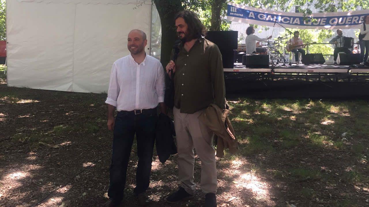 Hasta el acto de En Marea, se acercó el portavoz de Anova, Antón Sánchez