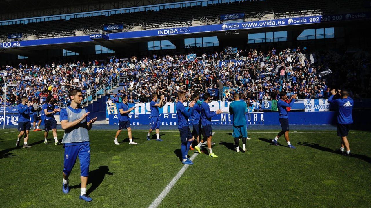 entrenamiento aficion Real Oviedo Carlos Tartiere.Los futbolistas, al término del entrenamiento en el Tartiere
