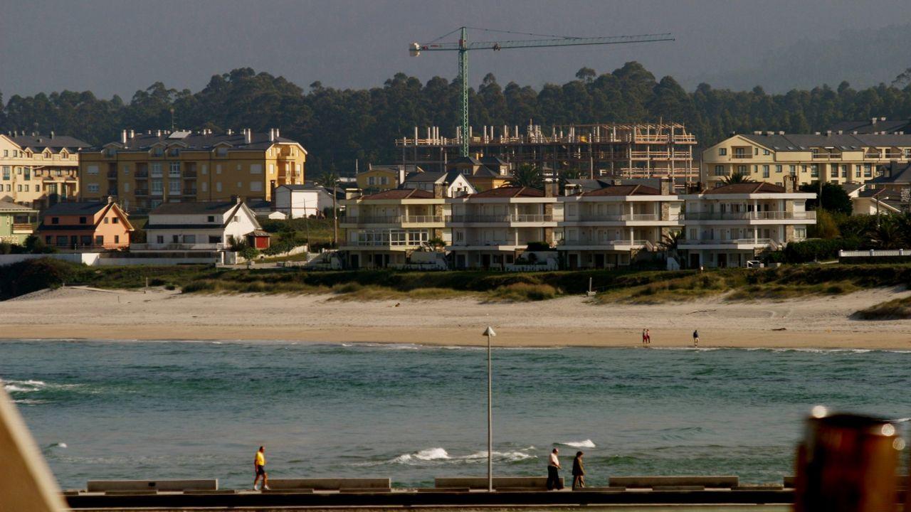 Edificios en construcción en la costa de Barreiros en el año 2006