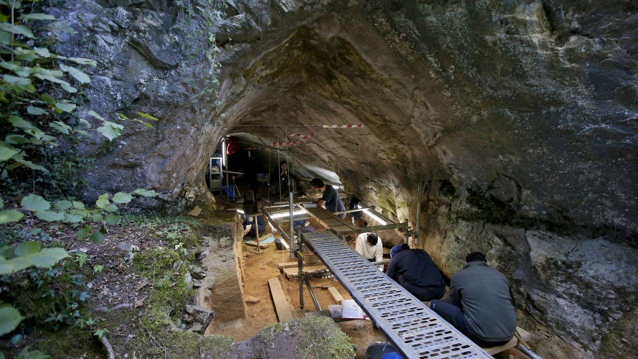 Diez años siguiendo el rastro de los hombres de Neandertal en Cova Eirós.