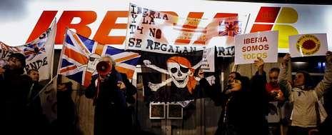Protesta de trabajadores de Iberia en el aeropuerto de Barajas, en diciembre, cuando la compañía presentó su primera propuesta.