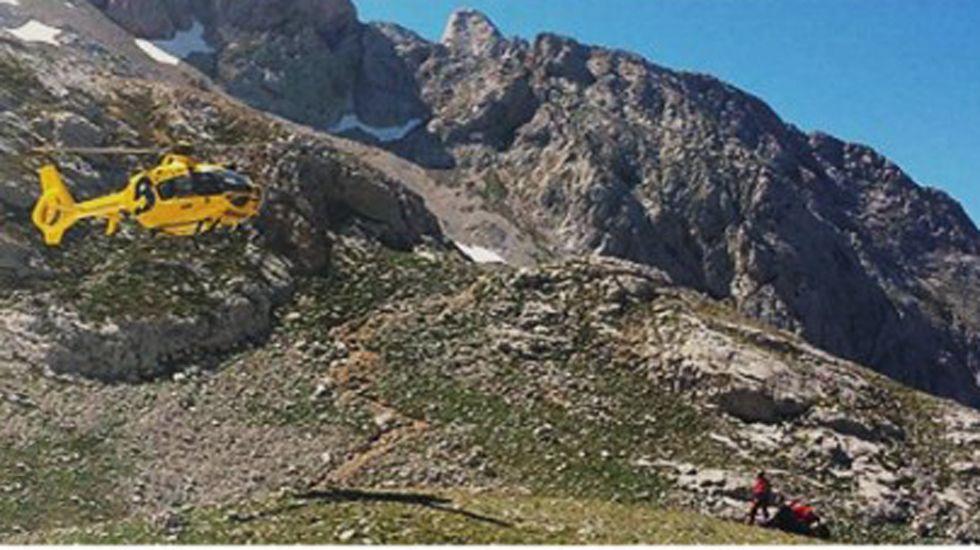 .Helicóptero del SEPA durante un rescate