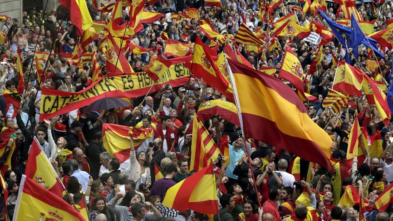 30 de septiembre.30 de septiembre. En favor de la unidad de España. Miles de personas salieron a las calles de Barcelona en defensa de la Constitución y para mostrar su rechazo al referendo ilegal