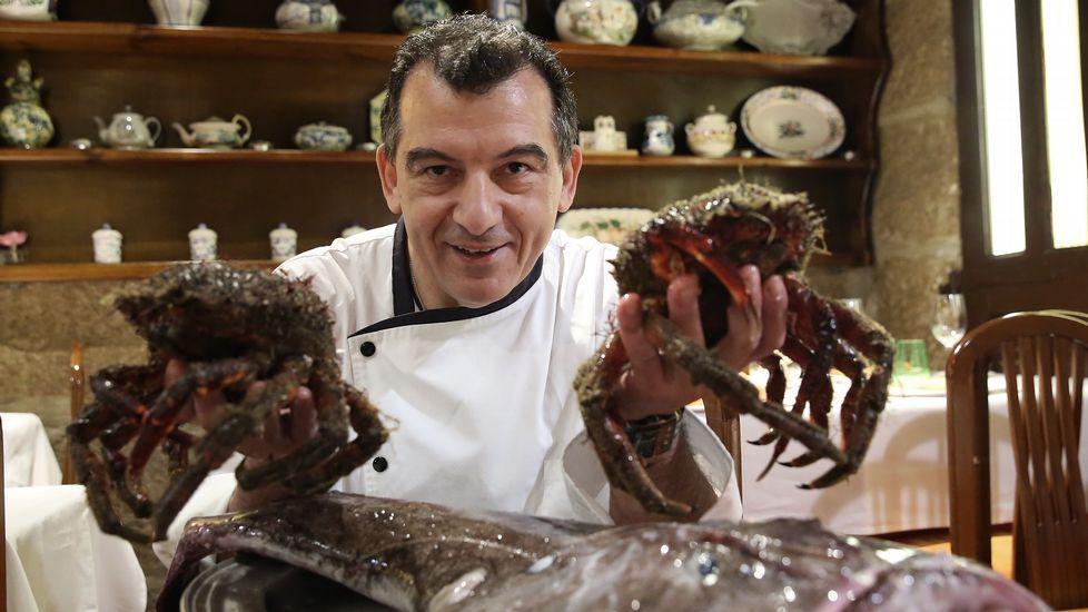 A TABERNA (Ourense). La tendencia de llevarse la cena de Nochebuena está en boga, constata el chef Javier Outumuro. La sopa marinera es una de sus especialidades con mayor demanda