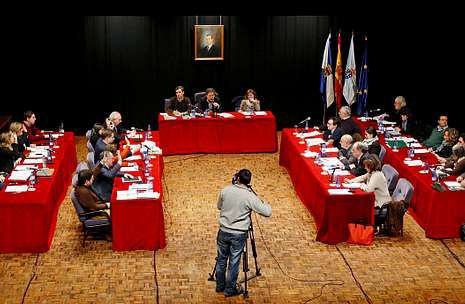 BNG y PSOE acordaron en el pleno de esta semana dejar al PP con un salario y conservar los suyos.