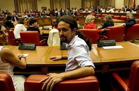 Las polémicas palabras de Javier Maroto.Pablo Iglesias, durante el acto en el Congreso de los Diputados de la toma de posesión de su acta de europarlamentario; a la derecha en la imagen, el exministro socialista José Blanco.