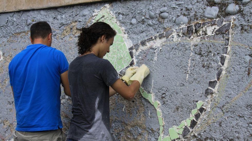 Gerardo Rodríguez, Chere, dirige la elaboración de un mural en el Malecón junto al río Sil